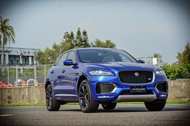 F-Pace-11