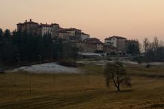 Castello di Valdengo - non  venuta come volevo mi riservo l'opzione di sostituirla... (Luca131313) Tags: italy landscape tramonto piemonte biella castello piedmont collina valdengo nikond5100 luca131313