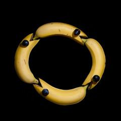 Banana Ouroboros (glukorizon) Tags: black animal yellow fruit four funny eating snake tail beak banana number round geel zwart dier grape vier eten bek slang fantasie odc rond grappig staart ouroboros druif phantasy banaan thephoenix getal odc2 ourdailychallenge