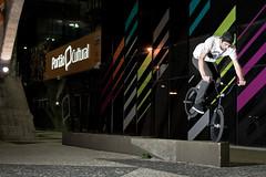 Nose, Neto (RMLucas) Tags: street boy brazil guy bike brasil canon eos rebel bmx portão flash bicicleta curitiba trick parana cultural manobra canoneosrebel bmxstreet rmlucas portãocultural