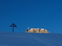 moonset (scubaluna) Tags: winter moon mountain nature season landscape outdoors switzerland licht cross jahreszeit kreuz sonnenaufgang schatten moonset gebirge flumserberg sonnenlicht monduntergang holzkreuz mountainland alpfursch scubalunaphotography blinkagain bestofblinkwinners blinksuperstars