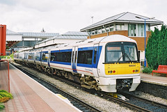 Chiltern-168004-58154-Aylesbury-260503a (Michael Wadman) Tags: aylesbury adtranz chilternrailways class168 cluman 168004
