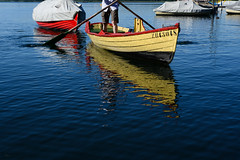 Getting ready (balu51) Tags: see wasser boot ruderboot stehruder blau sommer morgen summer summermorning sundaymorning lake water blue rowingboat boat rowing yellow red juli 2016 copyrightbybalu51