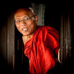 Buddhist monk. Yangon, Myanmar. (ravalli1) Tags: yangon myanmar burma rangoon buddhism monk portrait red travel vacations 2016 religion birmania ritratto monaco