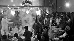 INDIEN, india, Varanasi (Benares),  Puja am Abend, an dem Dasaswamedh Ghat, 14397/7273 (roba66) Tags: indienvaranasibenarespujasamabend indien indiennord asien asia india inde northernindia urlaub reisen travel explore voyages visit tourism roba66 puja benares varanasi ganges ganga ghat pilgerstadt pilger hindu hindui menschen people indianlife indianscene history brauchtum tradition kultur culture indiansequence historie historic historical geschichte hinduismus zeremonie blackwhite bw sw branco negro blackandwhite blancoenero blancoynegro monochrome byn bretoebranco einfarbig schwarzweis