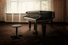 Piano (Joachim Behnke) Tags: klavier piano lostplaces verfall verlassen vergangenheit musikinstrument nikond5300 harz