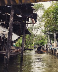 """Damnoen Saduak is a world-famous floating #market and the bustling scene is a timeless snapshot of the exotic #Thailand, located 100 km from downtown #Bangkok. 