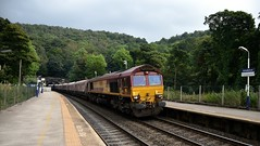 66044 emerges into the light at Grindleford after leaving Totley Tunnel with the 4H03 Bletchley to Peak Forest, 21st Sept 2016. (Dave Wragg) Tags: 66044 class66 dbschenker ews 4h03 grindleford hopevalleyline loco locomotive railway