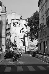 (Honey Bfly) Tags: nikond60 paris france francia bn blancoynegro blackwhite monocrome monocromo street calle pompidou streetart