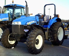 New Holland TS6.140 Tractor. (dccradio) Tags: wisconsin mall farming equipment machinery ag agriculture wi agricultural farmequipment farmshow marshfield farmmachinery centralwisconsin shoppesatwoodridge marshfieldmall wisconsinfarming machineryshow agshowagricultureshow