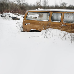 Colour Wheel Opposites (red_dotdesign) Tags: winter snow cars abandoned rust decay naturallight