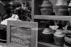 Cup & Cake (Luck and intuition 9) Tags: blackandwhite bw food cake shop canon sweet cupcake eos600d