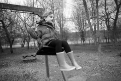 Isabel on the swing at Wimpole Hall - L1001793 (Ben Richardson's Photos) Tags: voigtlander28mmultronf19
