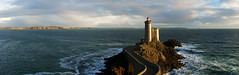 phare du minou (Julien Nmt) Tags: mer lighthouse bretagne cte ocan finistere phareduminou