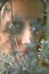 Mirada (-Ana Lía-) Tags: woman verde argentina donna mujer flickr retrato femme mulher ojos frau mirada amistad mardelplata fotografía aprehendiz