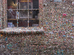 130318_365_bubblegum (Damien Walmsley) Tags: seattle wall gum bubblegum chewinggum pikeplace postalley themarkettheatergumwall