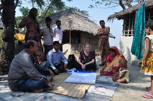 Mapping exercise in Paikgacha district, Bangladesh. Photo by Sami A. Khan, 2012.