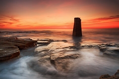 St. Mary's Island Rangefinder (Alistair Bennett) Tags: stmarys island baitisland lighthouse rangefinder whitleybay oldhartley tynewear coast rocks seascape sunrise gnd075he gnd045se canonef1740mmƒ4lusm