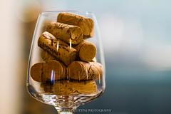 A volte basta un buon vino per allontanare le nuvole.. (Martolda) Tags: wine vino calici bicchiere tappo sughero canon7d canon 85 mm 18 weekend drink bere alcol felicit