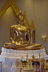 Doesn't Remind Me (Swebbatron) Tags: wattraimit goldenbuddha phraphutthamahasuwanpatimakon temple templeofthegoldenbuddha bangkok city statue travel adventure thailand asia southeastasia 2015 november canon 1100d radlab gettotallyrad