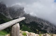 high up in the mountains (HFF) (Stadt_Kind) Tags: fence fencefriday dolomites mountains alps alpen berge zaun olympusem10markii clouds wolken landscape landschaft stadtkind grdnerjoch passodigardena italien europe sdtirol outdoor dolomiten dolomiti wow