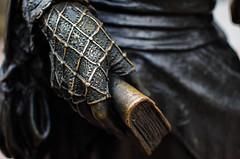 La Regenta (natudecheshire) Tags: asturias lastres llastres oviedo la regenta clarn estatua statue mano hand guante glove bronce encaje rejilla xido libro book vestido dress