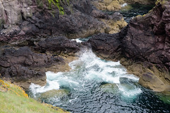 Down at the cliffs (martinstelbrink) Tags: scotland scottishborders uk unitedkingdom stabbs stabbshead klippen cliffs stabbsnnr nationalnaturereserve surf wellen brandung rocks felsen sony alpha7r voigtlndervmeadapterii leicaelmarit90mmf28i leica elmarit 90mm f28