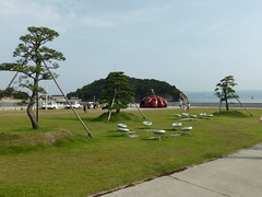 Red pumpkin (Stop carbon pollution) Tags: japan  honshuu  okayamaken  naoshima  setouchiarttriennale