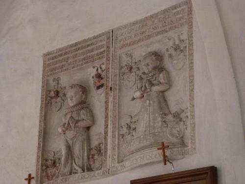 Epitafia w południowej ścianie nawy kościoła św. Anny w Kłaczynie