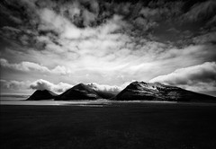 Mountain Pass (Mute*) Tags: ocean sea bw snow mountains monochrome clouds landscape coast iceland southern range plain canonef1740mmf4lusm vestrahorn brunnhorn almannaskarðsgöng