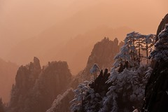 Good morning Yellow Mountain (Mount Huangshan), China (Maria_Globetrotter) Tags: world china travel winter people mountain mountains heritage tourism yellow fence landscape happy one major carved site vinter frost december day avatar steps chinese frosty tourist unescoworldheritagesite unesco worldheritagesite list friday  eastern chinas kina cina province cultural chine 2012 weltkulturerbe huangshan whs patrimoine landskap anhui destinations  worldheritagelist welterbe kiina  kulturerbe chiny patrimoniodelahumanidad in 650d 1585 werelderfgoed  vrldsarv heritagelist werelderfgoedlijst verdensarven   hungshn    mariaglobetrotter  wderbe vrldsarvslista