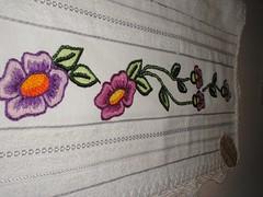 BORDADOS/EMBROIDERY (Kika Bordados by Angelica Krauss) Tags: flowers brazil flores brasil handmade embroidery artesanato towel artes emboidery artesanatos bordados manualidades embroider toalhas feitomo bordadosfeitomo bordadosfeitoamo kikabordados