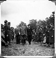 Borrestevnet 1943, Vidkun Quisling og jentehirden. (Riksarkivet (National Archives of Norway)) Tags: ns worldwarii secondworldwar quisling krigen vidkunquisling andreverdenskrig okkupasjonstiden