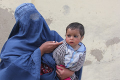 Asking for money (martien van asseldonk) Tags: afghanistan child mother hijab kabul burqa martienvanasseldonk