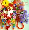 Flores ao Divino, colar-relicário de crochê (Lidia Luz) Tags: necklace shrine handmade bijuteria altar colar biju hollyspirit relicário divinoespíritosanto lidialuz