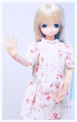 Tomomi says hi to all her dolly friends  (Elodie ~Asuna~ ) Tags: white cute ex mia limited azone majokko