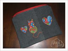 Necessaire Jeans (Letícia Boccia Chieregati) Tags: jeans botão fuxico linha tecido algodão bolsinha necessaire zíper máquinadecostura costurar costurando boldo tecidoestampado leticiaboccia necessairejeans