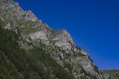 IMG_1933 (davidesantiano) Tags: blu blue sky avventura adventure sun sole estate summer mountain turisti turist trekking hiking massello cascata cascate acuqa fall prato