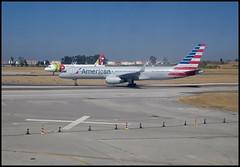 B757-2B7 (W) N202UW (wilphid) Tags: lisbonne lisboa portugal aroport lisboaportela avion pistes hublot