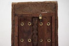 tanzania 1129xeG MjiMkongwe (pyst) Tags: tanzania zanzibar puertas detalle candados