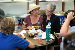 Jamie Lee Curtis with supporters (Gage Skidmore) Tags: jamie lee curtis hillary clinton 2016 president presidential campaign phone bank volunteer tempe campus office supporters secretary state arizona