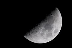 Half Pretty (Djenzen) Tags: moon canon jeroen universe jansen maan heelal 40d djenzen
