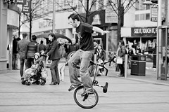 9 (snappitt photography) Tags: family people kids fun dance bmx candid streetphotography bikes belfast entertainment acrobatics cornmarket snappitt backinbelfast