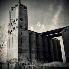 Santa Fe Grain Elevator, Chicago IL (01) (monkone810) Tags: bw chicago santafe tower abandoned climb illinois midwest industrial greatlakes silos chicagoriver grainelevator ue urbex southbranch iphone4 monkone