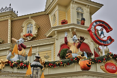 DLP Halloween 2012 - When Halloween and Christmas collide (PeterPanFan) Tags: nov travel november autumn vacation france fall halloween canon restaurant mainstreet holidays europe fastfood disney mainst 2012 disneylandparis dlp mainstreetusa disneylandresortparis marnelavalle mainstusa counterservice parcdisneyland disneyparks caseyscorner quickservice quickservicerestaurant canoneos5dmarkiii disneylandparispark counterservicerestaurant seasonsholidaysandevents