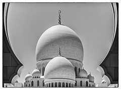Grand Mosque (Abu Dhabi) (VII) (manuela.martin) Tags: blackandwhite bw architecture uae middleeast mosque abudhabi architektur gcc grandmosque moschee challengeyouwinner schwarzundweis sheikhzayedgrandmosque cyunanimous