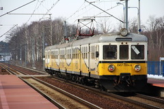 PR EN57-1004 , Osetnica train station 26.03.2013 (szogun000) Tags: railroad winter snow station electric set train canon tren poland polska rail railway commuter emu pr passenger trem treno ezt regio pkp pocig  lowersilesia dolnolskie dolnylsk en57 przewozyregionalne en571004 canoneos550d canonefs18135mmf3556is d29282 osetnica