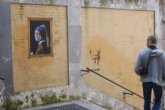 la Perla e Hogre. (RO.BO.COOP.) Tags: streetart art poster smog mask urbanart pearl vermeer posterart raffaello leonardodavinci arteurbana pearlearring hogre robocoop smogproject ladypearlearring