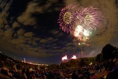 (Px4u by Team Cu29) Tags: party munich mnchen licht wind fireworks nacht sommer event veranstaltung fahrrad besucher lichter feiern picknick feuerwerk olympiapark weitwinkel zuschauer sehen windig fischauge olympiazelt musiksommer