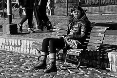 Mirada lejana / Faraway look (Wal CanonEOS) Tags: farawaylook faraway look miradalejana mirada lejana gir woman mujer femme femenina she ella lady seorita park parque dia day sentada sitting argentina argentinabsas bsas buenosaires caba capitalfederal ciudadautonoma ciudaddebuenosaires villacrespo parquecentenario canon eos rebelt3 canoneosrebelt3 calle callejeando calles street streets streetsbw strange candid candidstreet blackandwhite blancoynegro byn bw monocromatico monocromatic monocromo airelibre alairelibre hdr hdrbw hdrblancoynegro